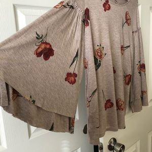 LUCKY BRAND floral print beautiful bell sleeves m